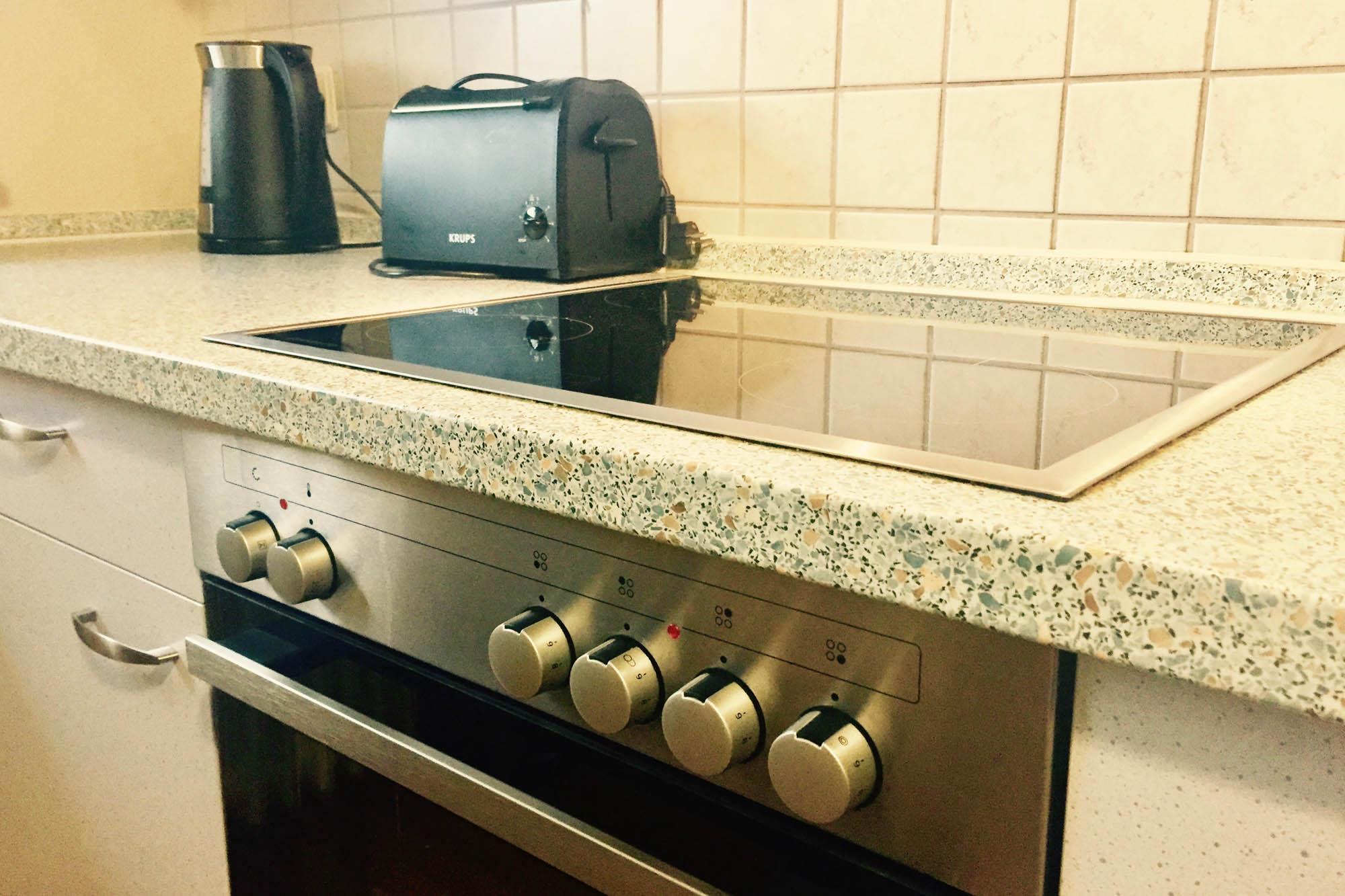 Küche / Kochfeld der Ferienwohnung bitto beim Europapark