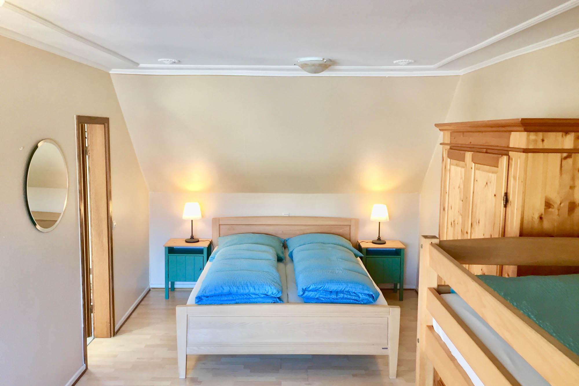 Schlafzimmer der Ferienwohnung beim Europapark Rust