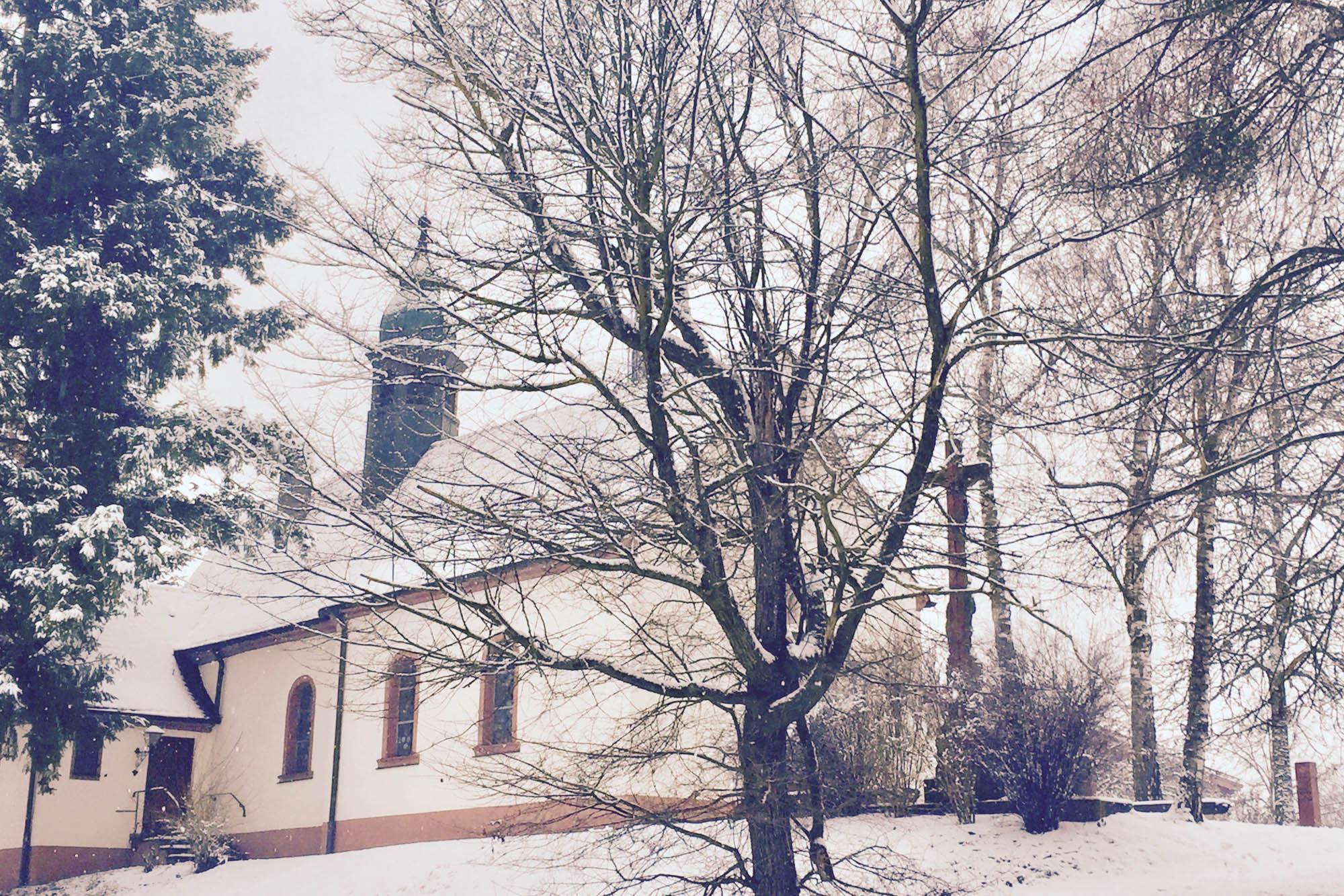 Kirch im Schnee bei Rust