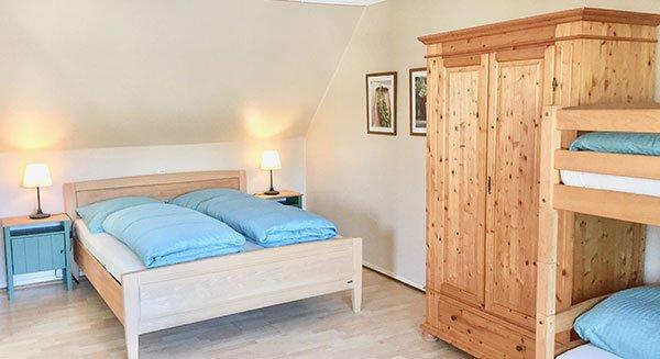 Schlafzimmer der Ferienwohnung bitto bei Rust